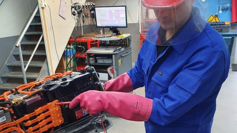 Reperasjon av elbil batteri