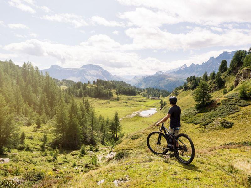 Con la bicicletta elettrica sulle Alpi