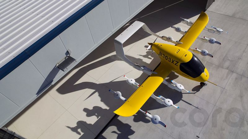 """Il taxi aereo """"Cora"""" sull'aerodromo"""