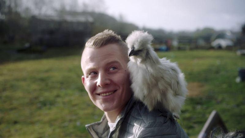 Gà và động vật là niềm đam mê của Kristian