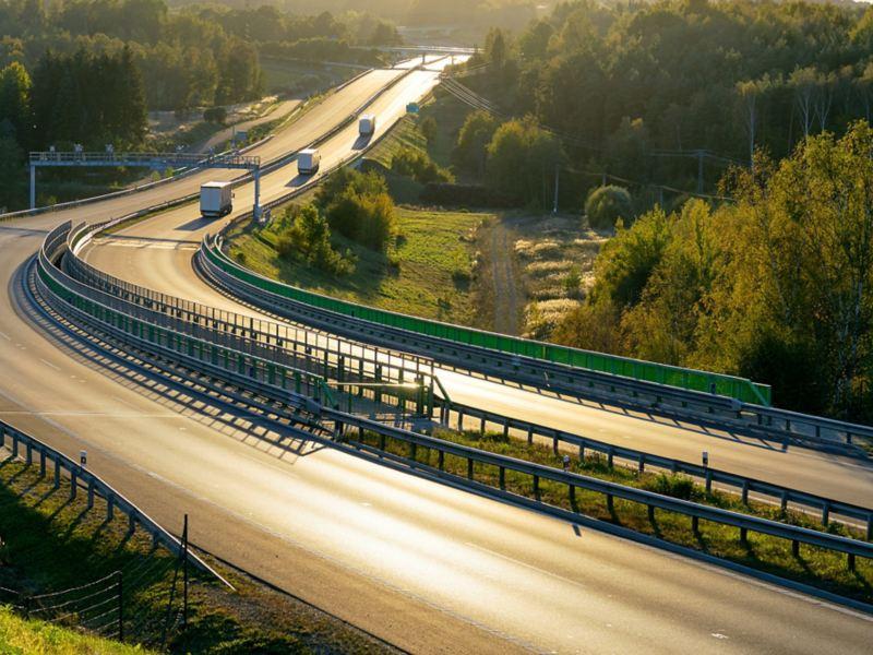 Elektro-Lkw auf der Autobahn