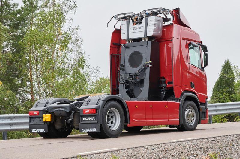 Truck elettrico Scania con pantografo per linee aeree