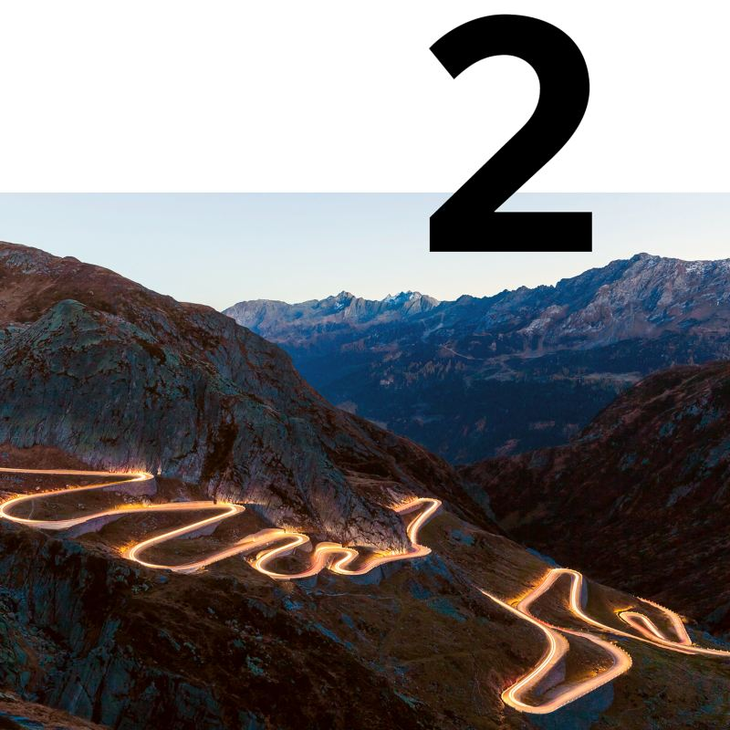 Sur la route panoramique du Grand Tour de Suisse en voiture électrique