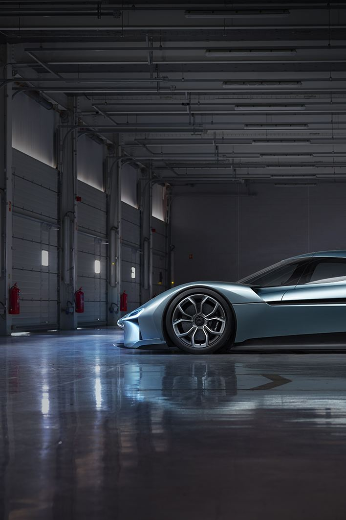 "Side view of the sporty ""NIO EP9"""