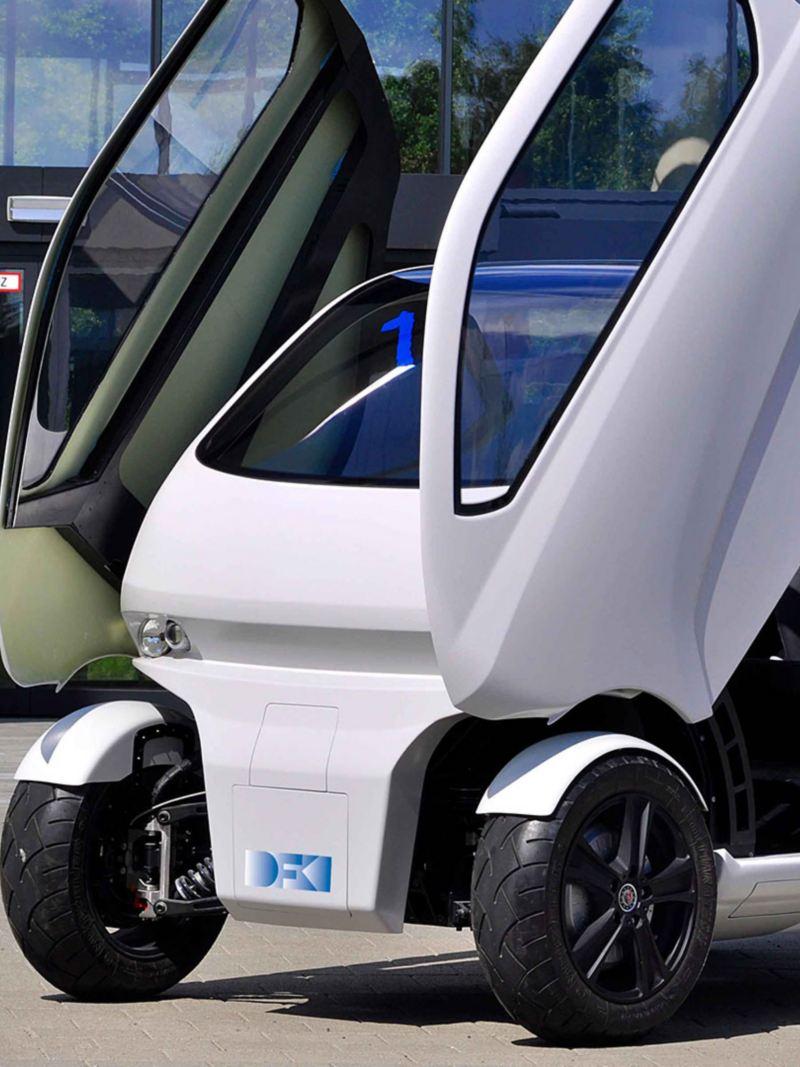 Elbilen EO smart connecting car har måkevingedører