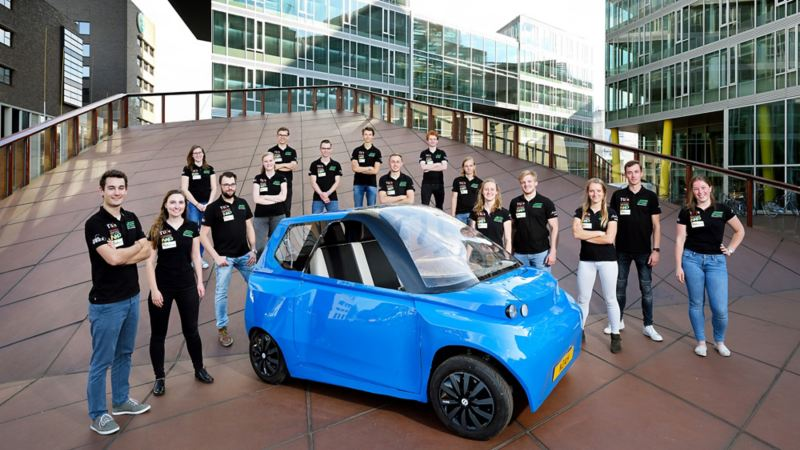 "Students on the European tour with the sustainable electric car ""Noah"""