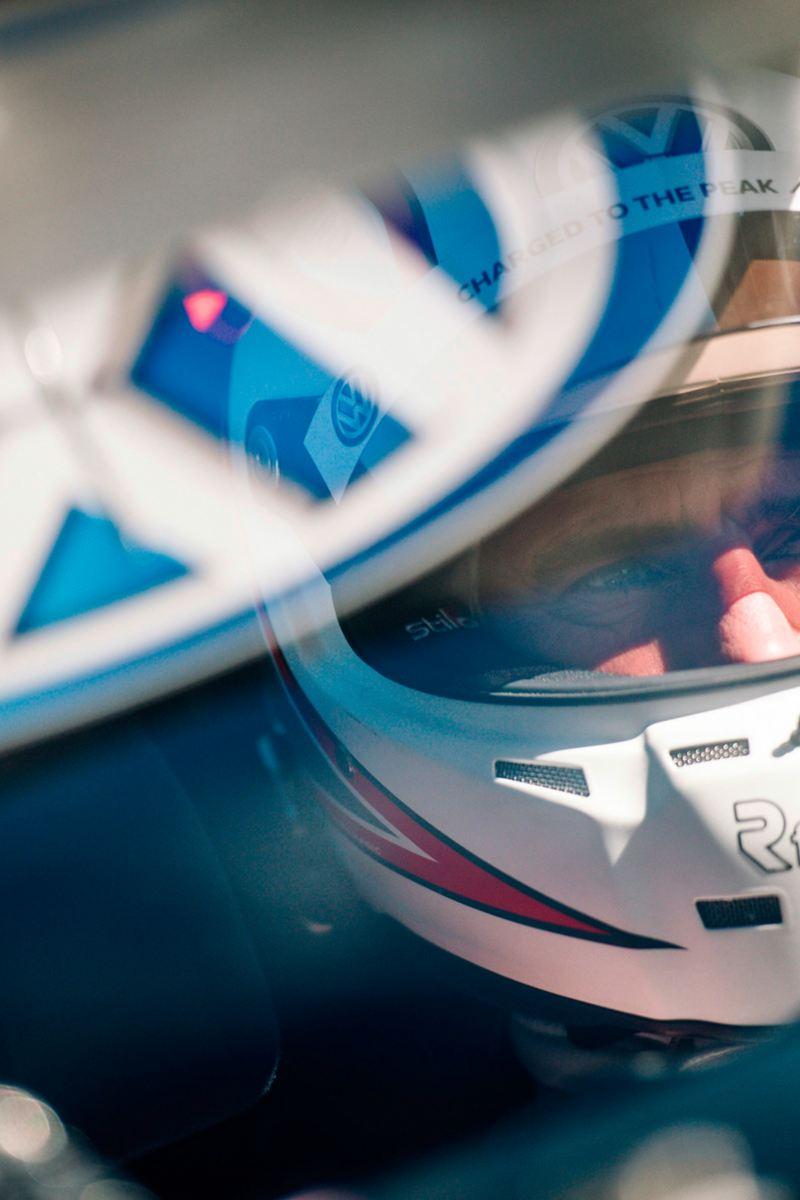 Elektrorennwagen-Fahrer bricht mit ID. R Streckenrekord bei Pikes Peak