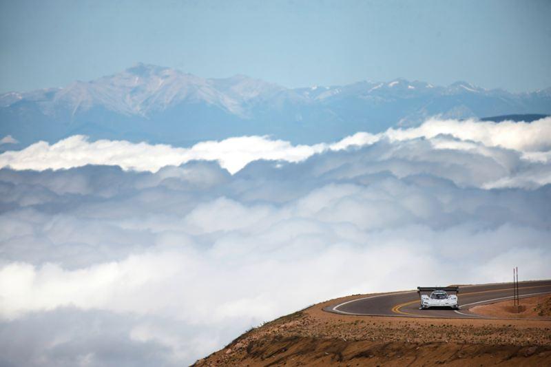 Pikes Peak Rennstrecke in den Bergen