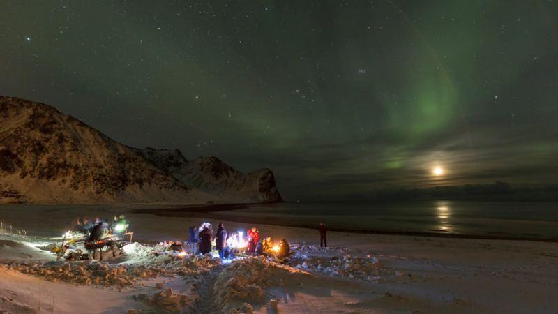 Grillfest i snön i Unstad