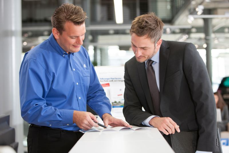 Business customer with service advisor at Fleet Counter