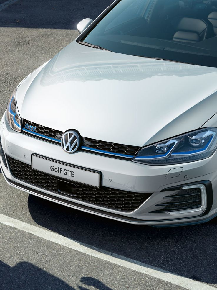 Volkswagen Golf GTE vista frontale