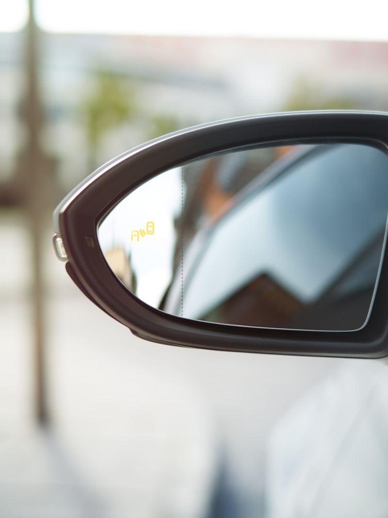 Specchietto retrovisore di Golf TGI