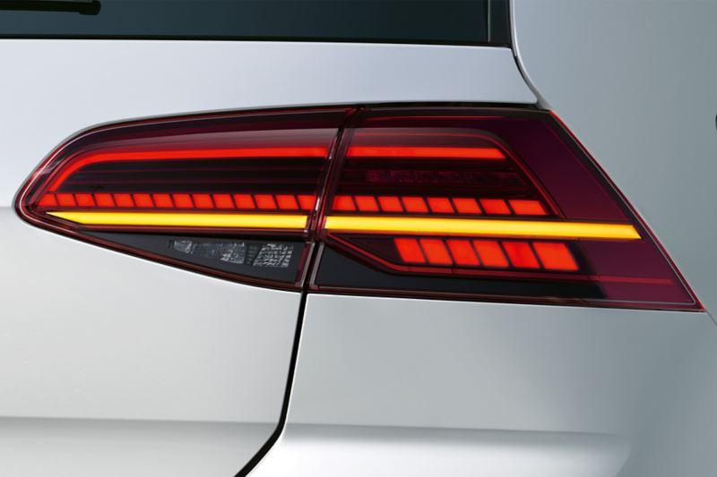 Gruppi ottici posteriori a LED con indicatori di direzione di Volkswagen Golf GTE