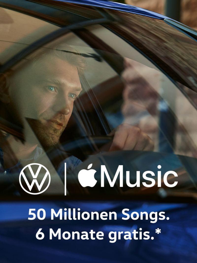 Mann in Volkswagen, Logos von Volkswagen und Apple Music