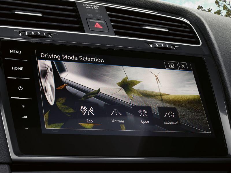 Volkswagen Golf, navigatore Discover Pro, il display visualizza la selezione del profilo di guida