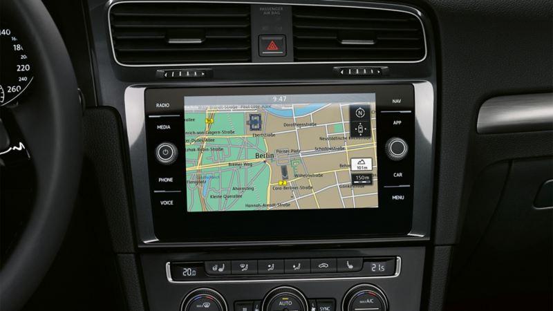 Discover Media Navigationssystem, der Bildschrim zeigt Car-Net Guide & Inform