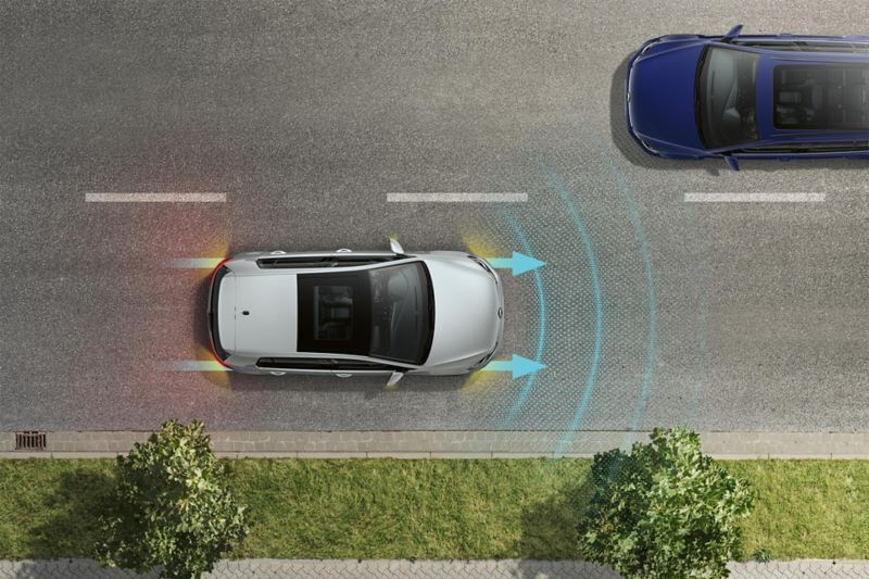 Vogelperspectief op een VW e-Golf met waarschuwingslichten en remlichten