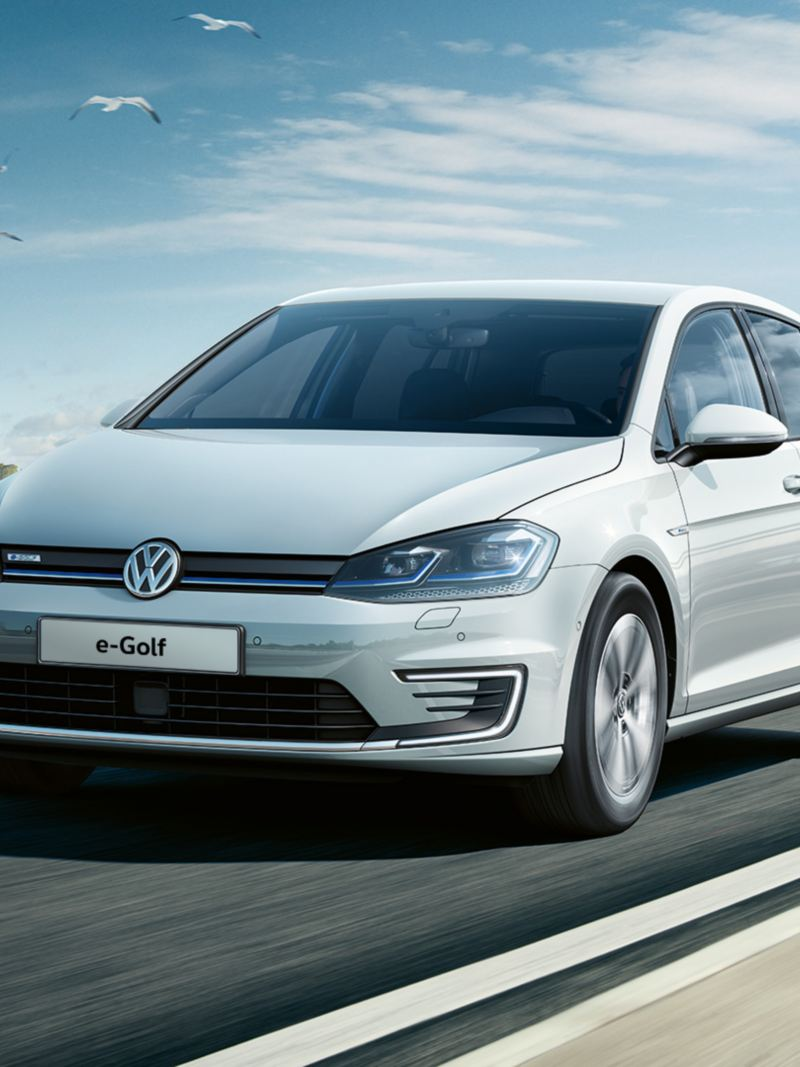 Volkswagen e-Golf in marcia, vista frontale