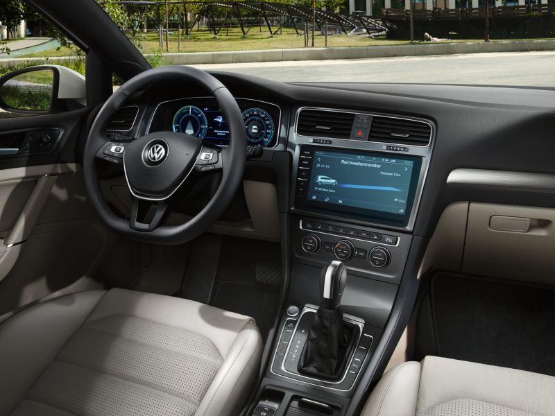 Vista sulla plancia di e-Golf Volkswagen