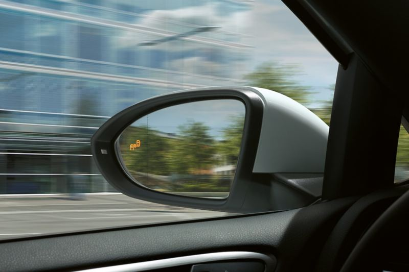 VW e-Golf-buitenspiegels met oplichtend Blind Spot-symbool