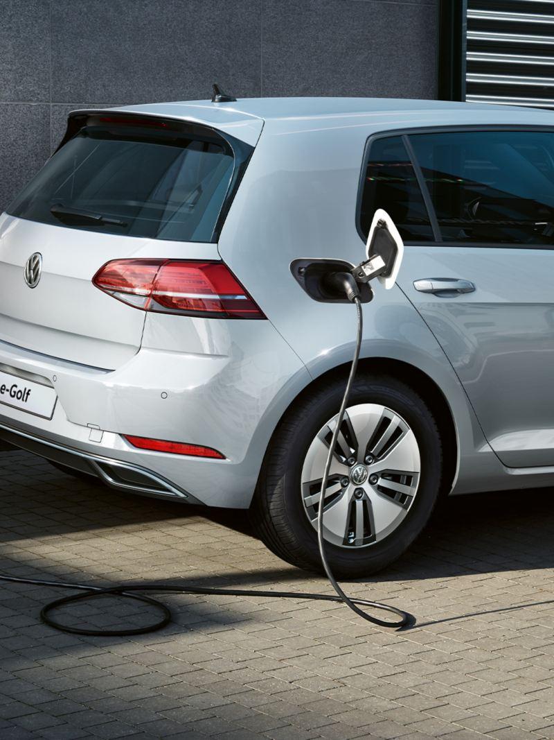 Volkswagen e-Golf in carica con wallbox