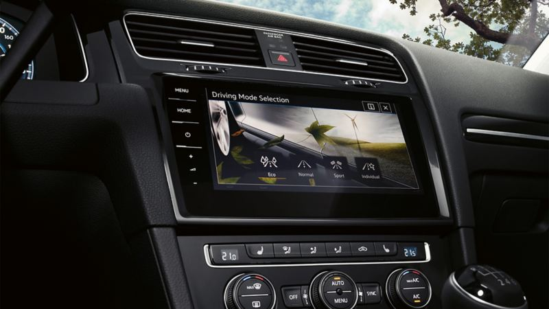 VW Golf Estate Navigation Discover Pro, on the display you are able to see the driving profile selection