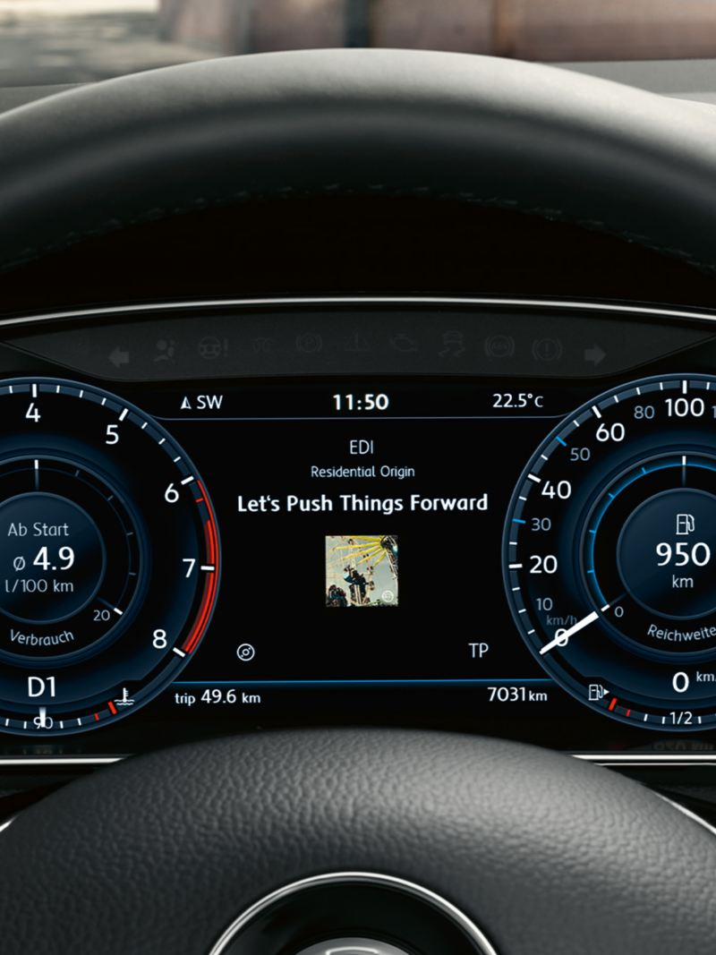 Active Info Display with tachometer, r.p.m counter and song title