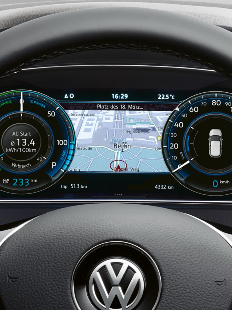 VW e-Golf digitales Cockpit mit Navigationskarte