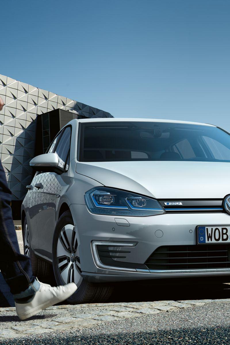 VW e-Golf langs voren