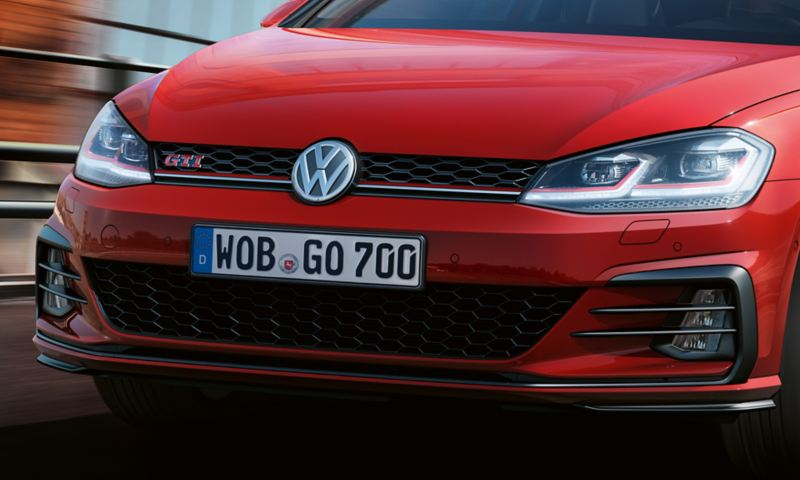 LED headlights and radiator grille on the VW Golf GTI