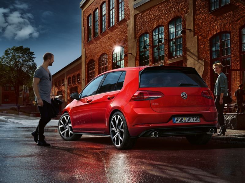 Rear view of the Golf GTI Performance, two people are getting inside