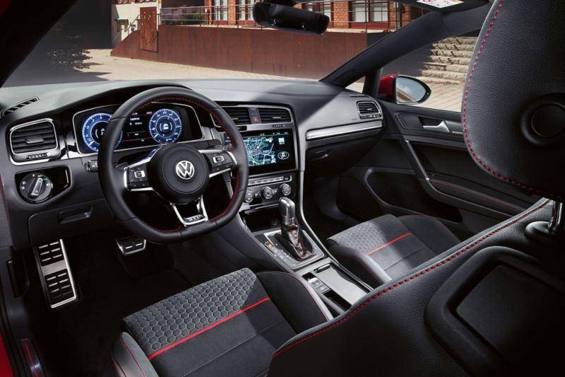 """Golf GTI """"Performance"""" vista degli interni dal sedile del conducente"""