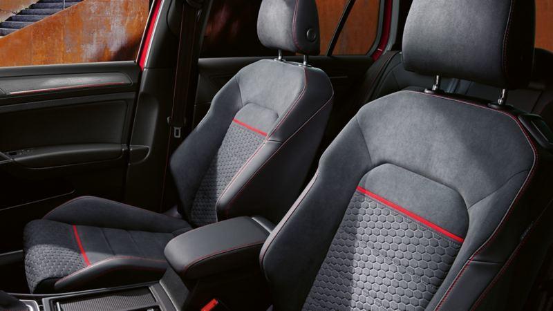 VW Golf, allestimenti interni con sedili sportivi