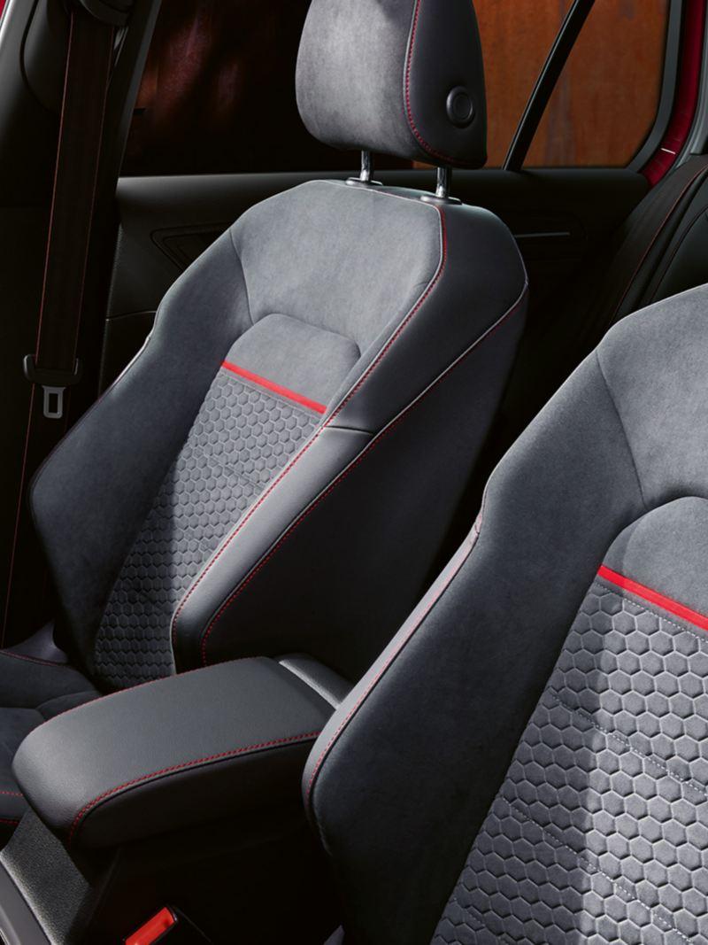 Interni e sedili sportivi anteriori di  Golf GTI Performance