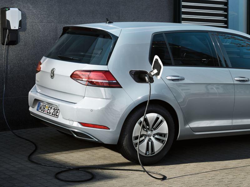 Volkswagen e-Golf lader fra ladeboks, veggboks