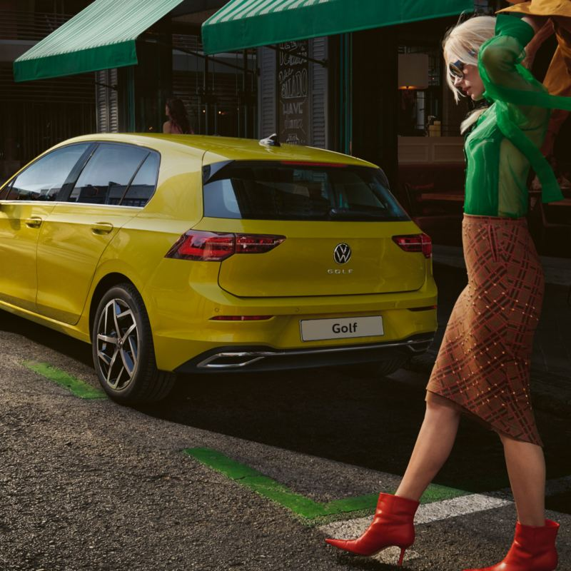 vista tre quarti VW Golf 8