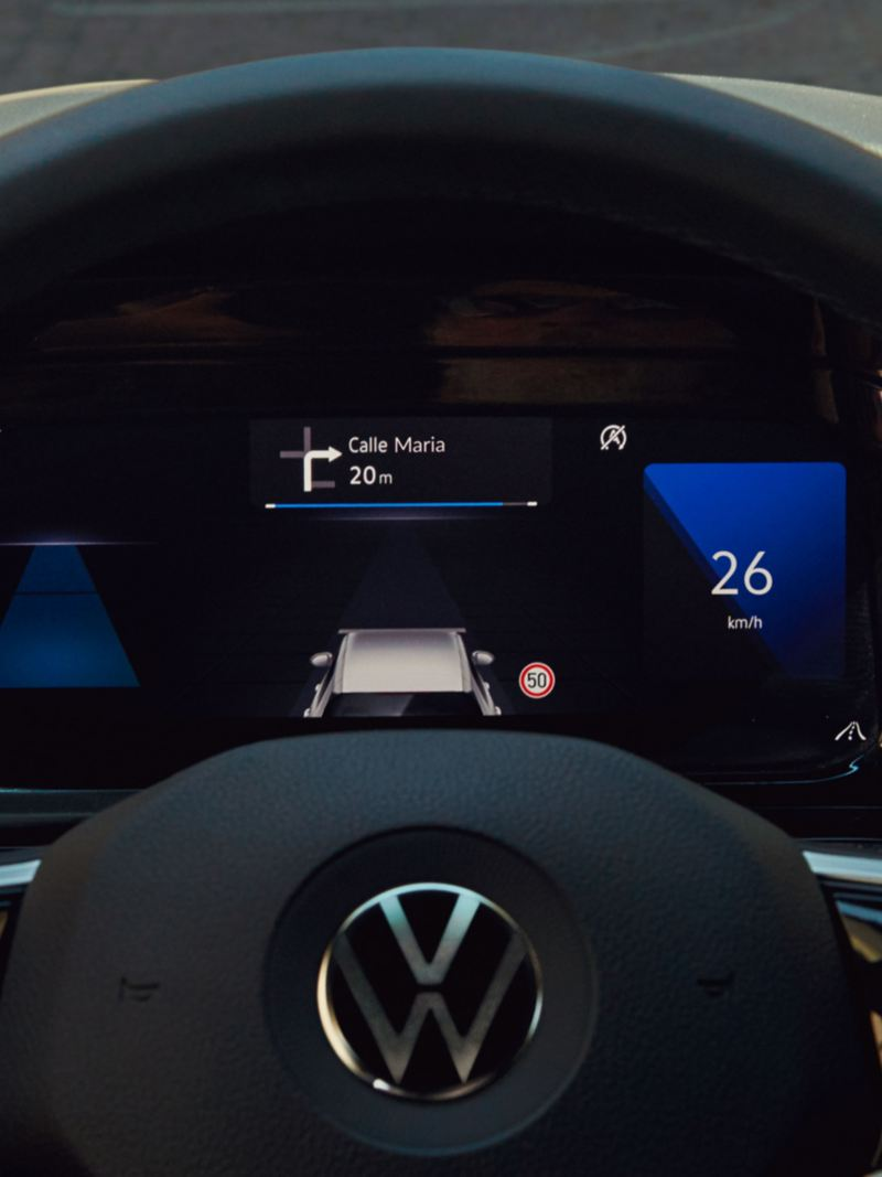 Volkswagen Golf 8 display attraverso il volante