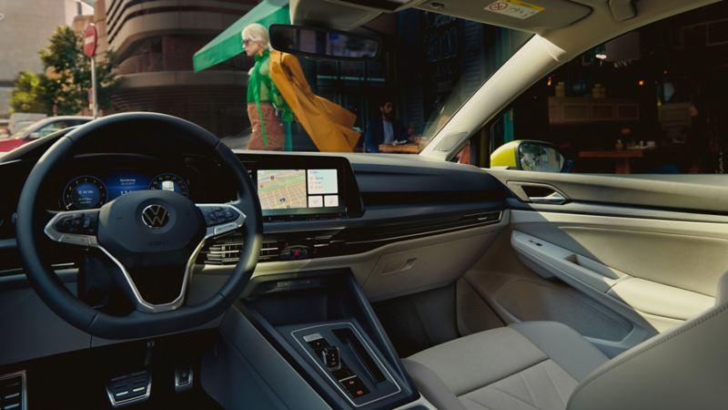 """Naujasis """"Golf"""" su """"Innovision Cockpit"""" vairuotojo kabina"""