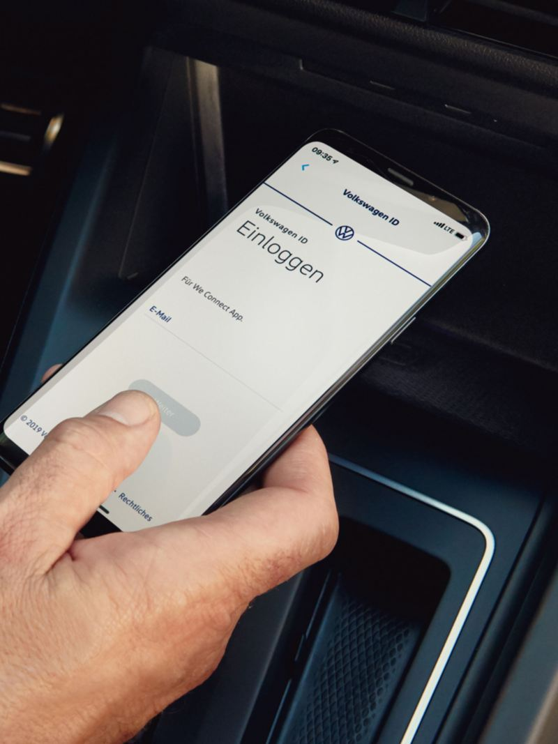 Mobile phone with log-in screen for the VW ID in the VW Golf