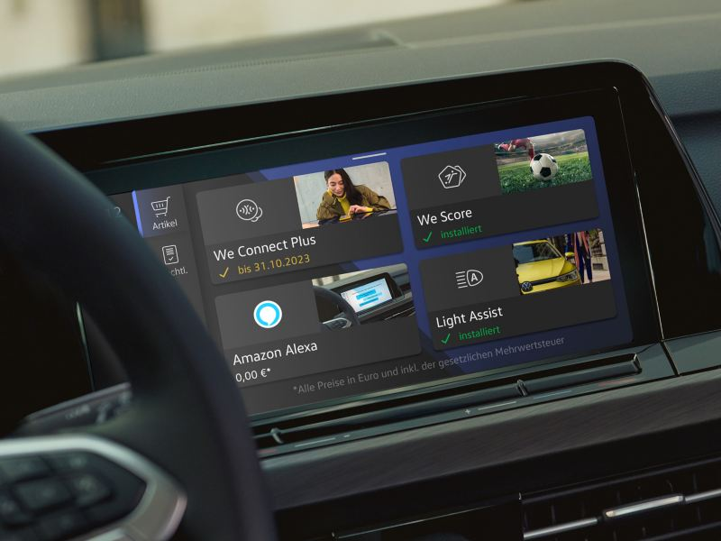 Infotainment-System eines VW Golf zeigt We Upgrade Möglichkeiten: We Connect Plus, We Score, Amazon Alexa und Light Assist.