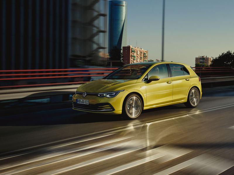 VW Golf com Cruise Control Adaptativo