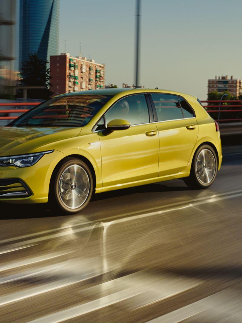 VW Golf vue de face en mouvement