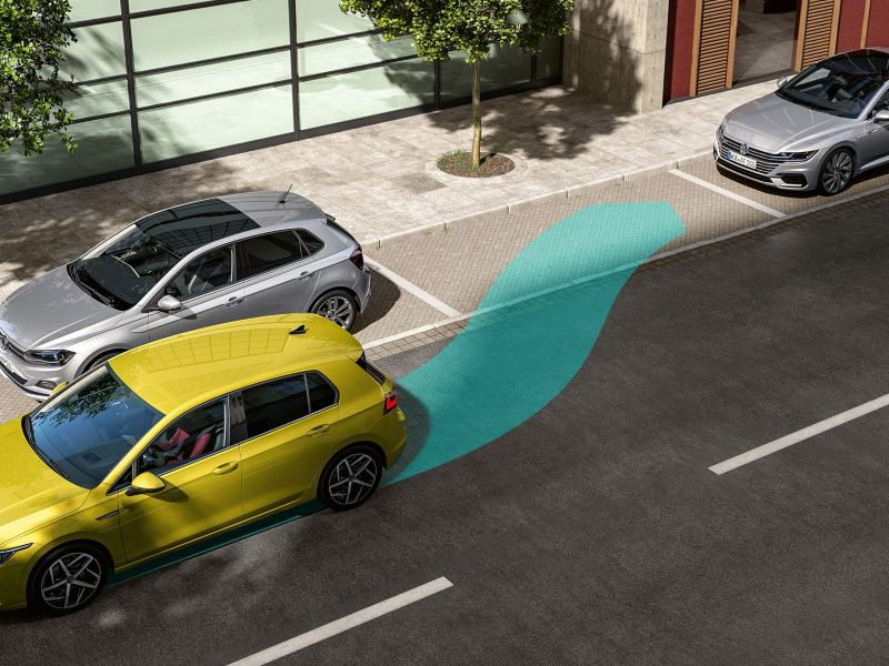 Park Assist parks the Golf Estate lengthways and crossways.