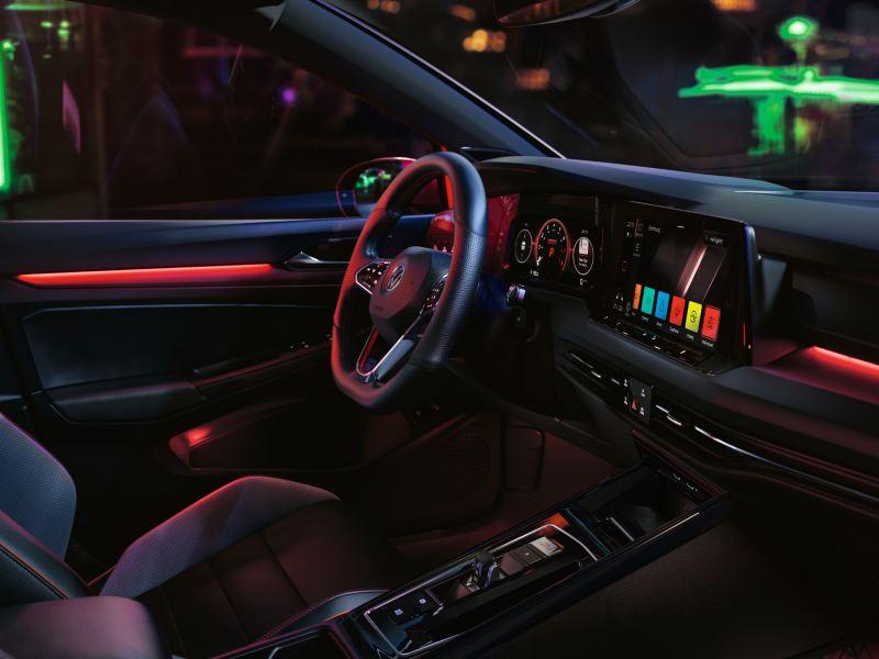Intérieur de la VW Golf GTI, système d'info-divertissement