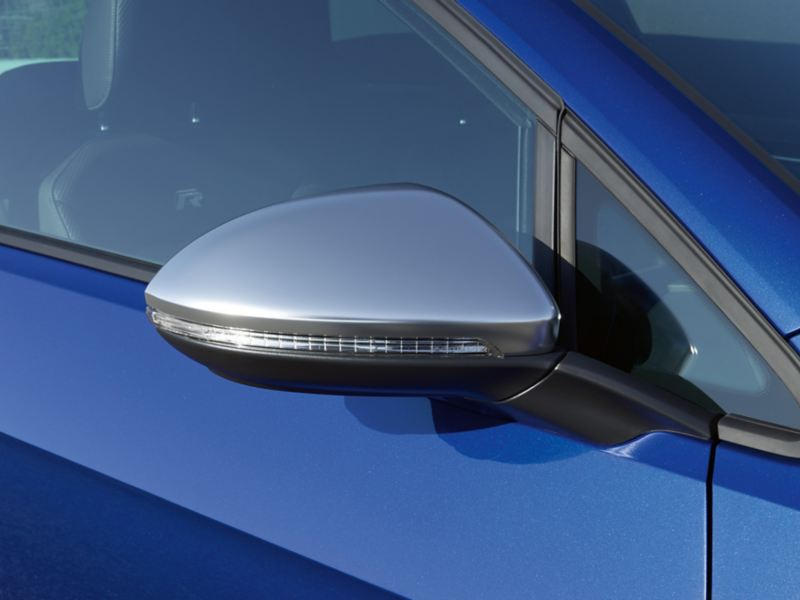Side mirror designs of the VW Golf R in chrome