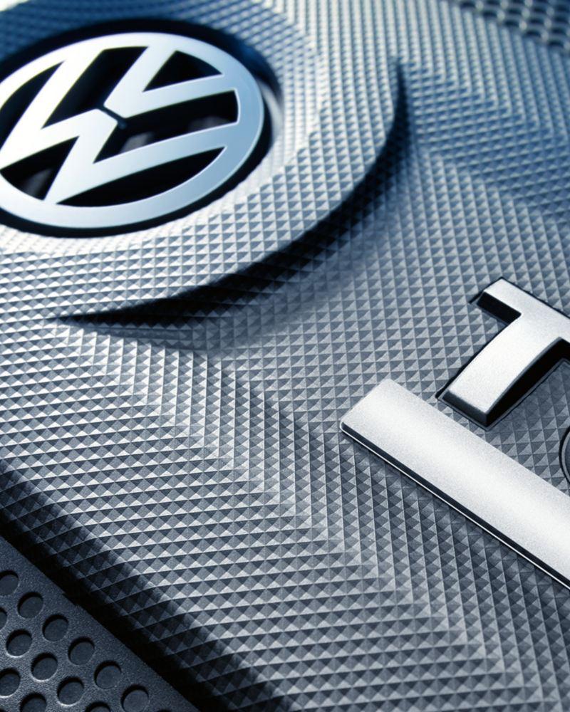 Motorabdeckung eines TSI-Motors mit R-Logo