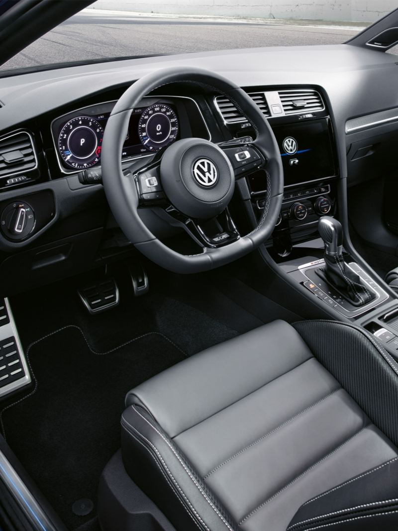 View through the open door onto the driver´s seat and cockpit of the Golf R Estate