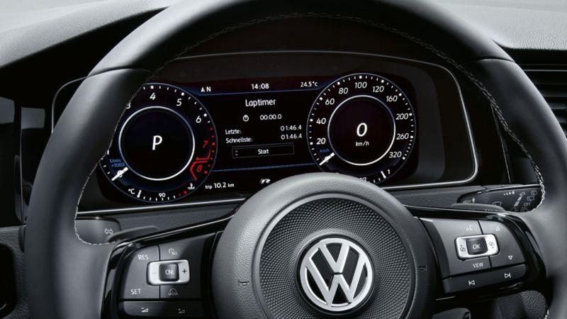 Active Info Display dans le poste de conduite d'une VW Golf R.