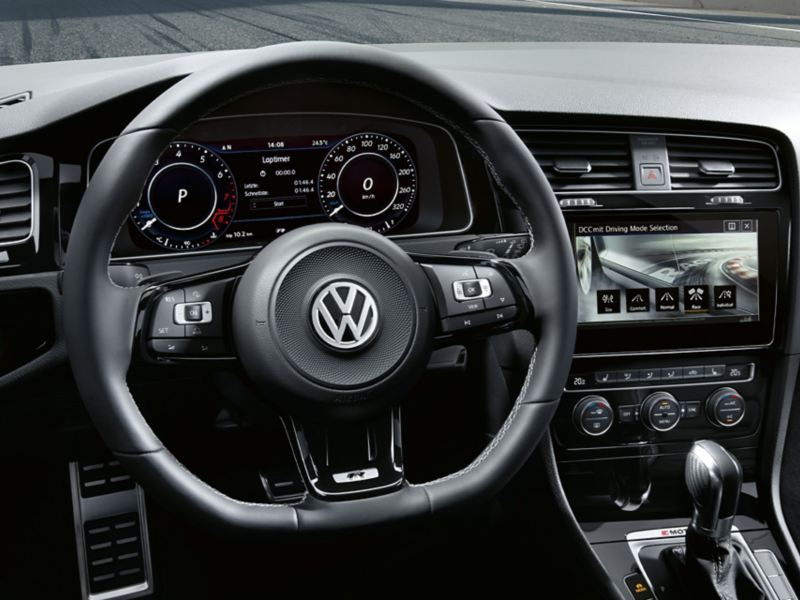 VW Golf R Cockpit with steering wheel, Active Info Disyplay and Discover Pro