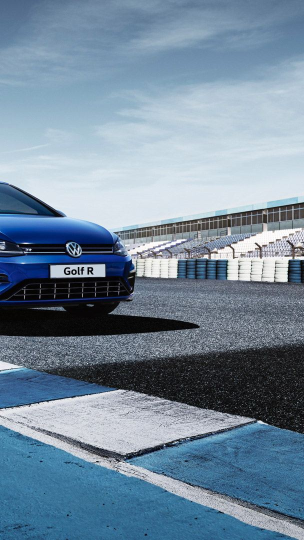 VW Golf R in pista circuito automobilistico